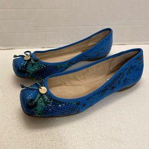 Jessica Simpson 7.5M Flats Snake Print with charm